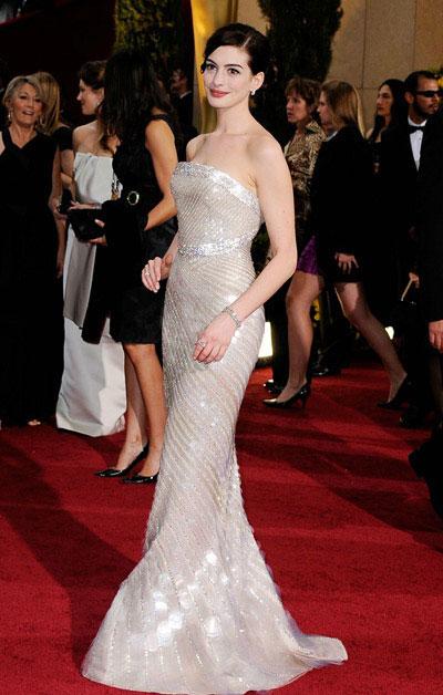Белое платье Энн Хэтэуэй