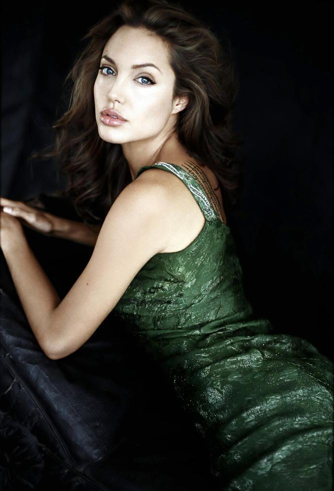 Зеленое платье Анжелины Джоли