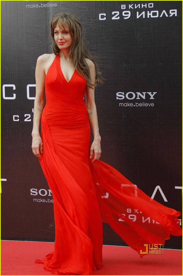 Красное платье Анжелины Джоли
