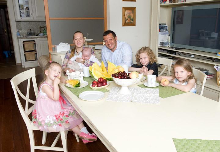 владимир соловьев с женой и детьми фото информацию природе