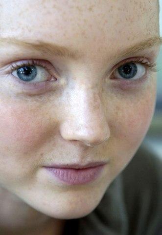 Лили Коул без макияжа