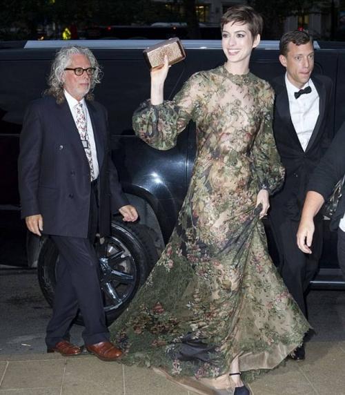 Платья Энн Хэтэуэй - зеленое платье