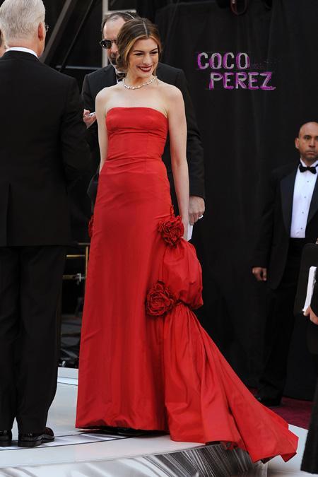 Красное платье Энн Хэтэуэй