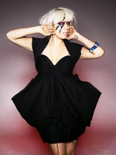 Черное платье Леди Гаги