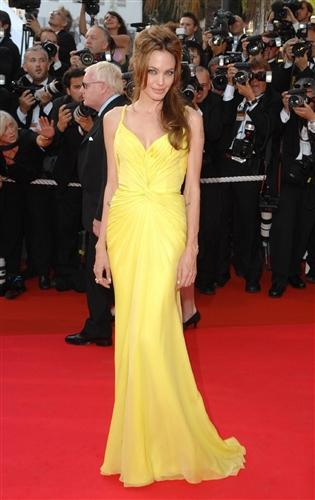 Платье желтое на Анжелины Джоли