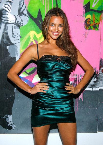 Зеленое платье Ирины Шейк