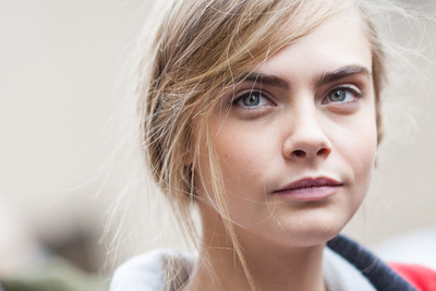 Кара Делевинь без макияжа