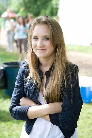 Эмили Осмент без макияжа