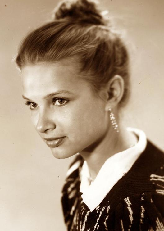 Эвелина Бледанс в молодости и сейчас - фото
