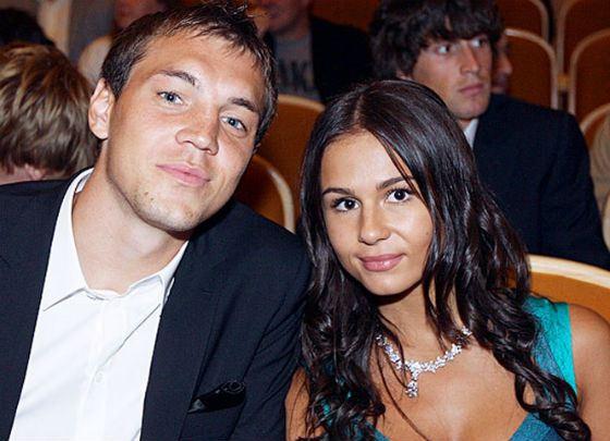 Жена Артема Дзюбы - биография, фото с женой и сыном