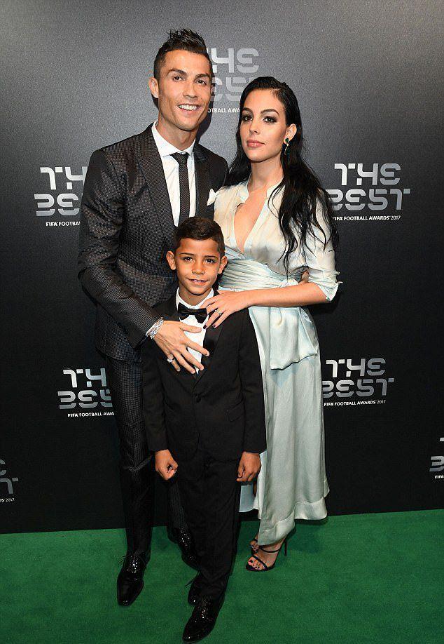 Жена Криштиану Роналду - фото, личная жизнь, дети, семья