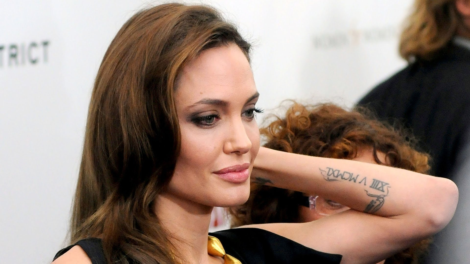 Что означают тату Анджелины Джоли - фото