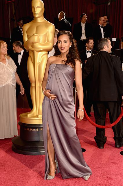 Звезды, подчеркнувшие беременность на Красной дорожке