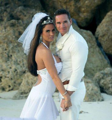 Самые некрасивые платья звездных невест