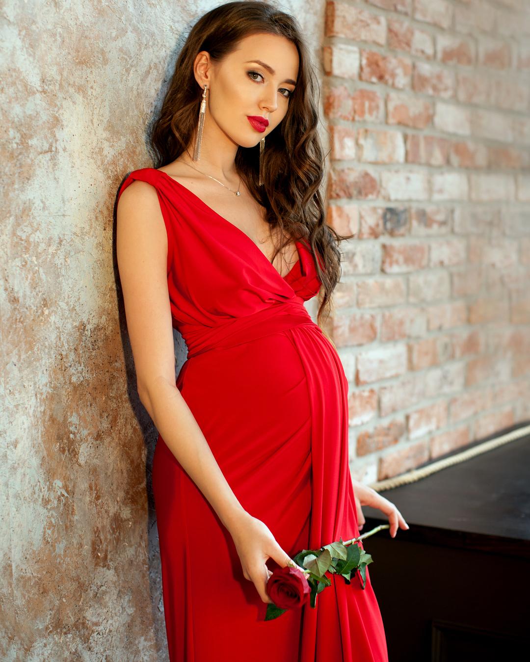 Кто из звездных женщин станет или стали мамами в 2020