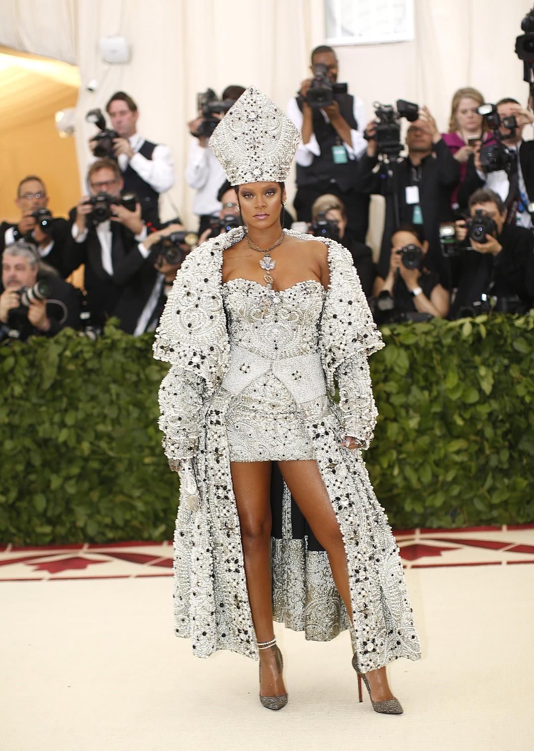 10 звездных платьев века на Met Gala