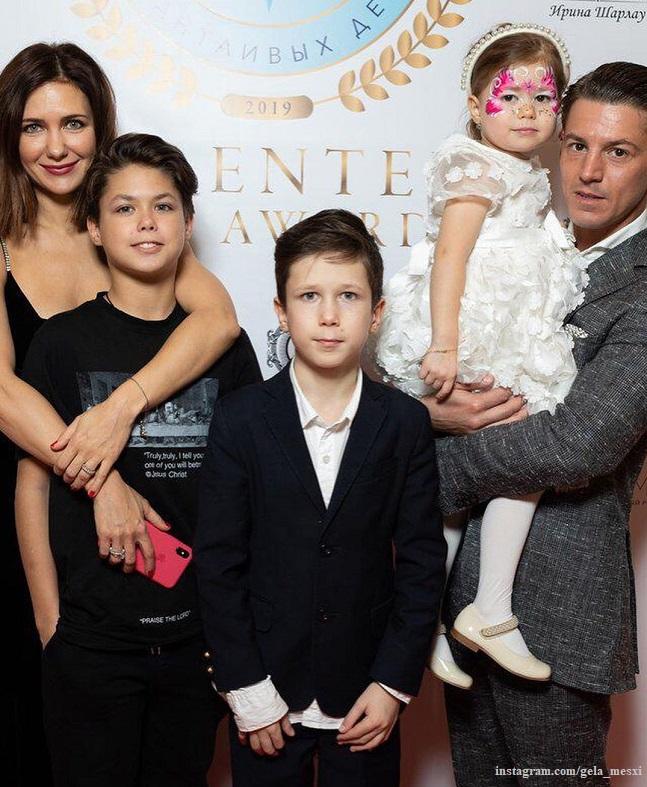 5 звезд, которые вышли замуж, имея детей
