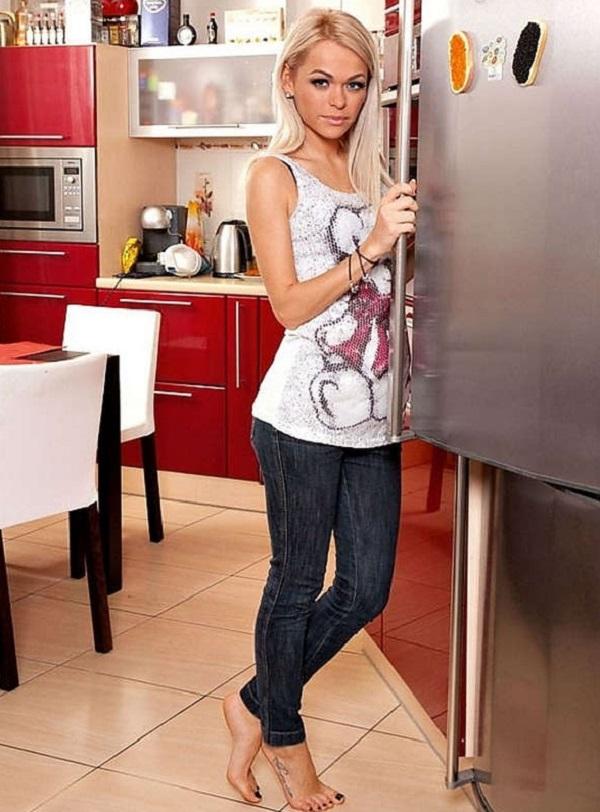 9 селебрити, которые удачно подбирают домашнюю одежду