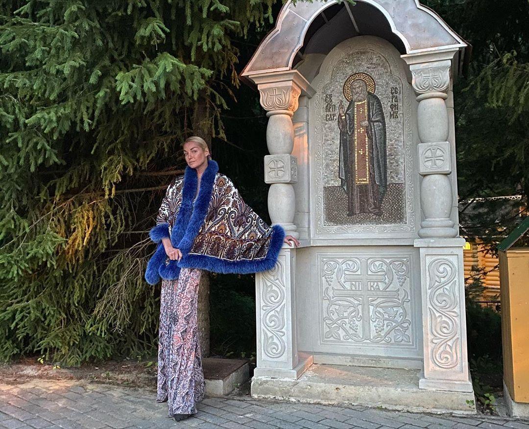 Губернатор Нижегородской области осудил визит Анастасии Волочковой в Дивеево