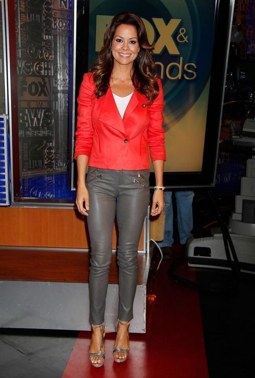 9 знаменитостей, которым идут кожаные брюки
