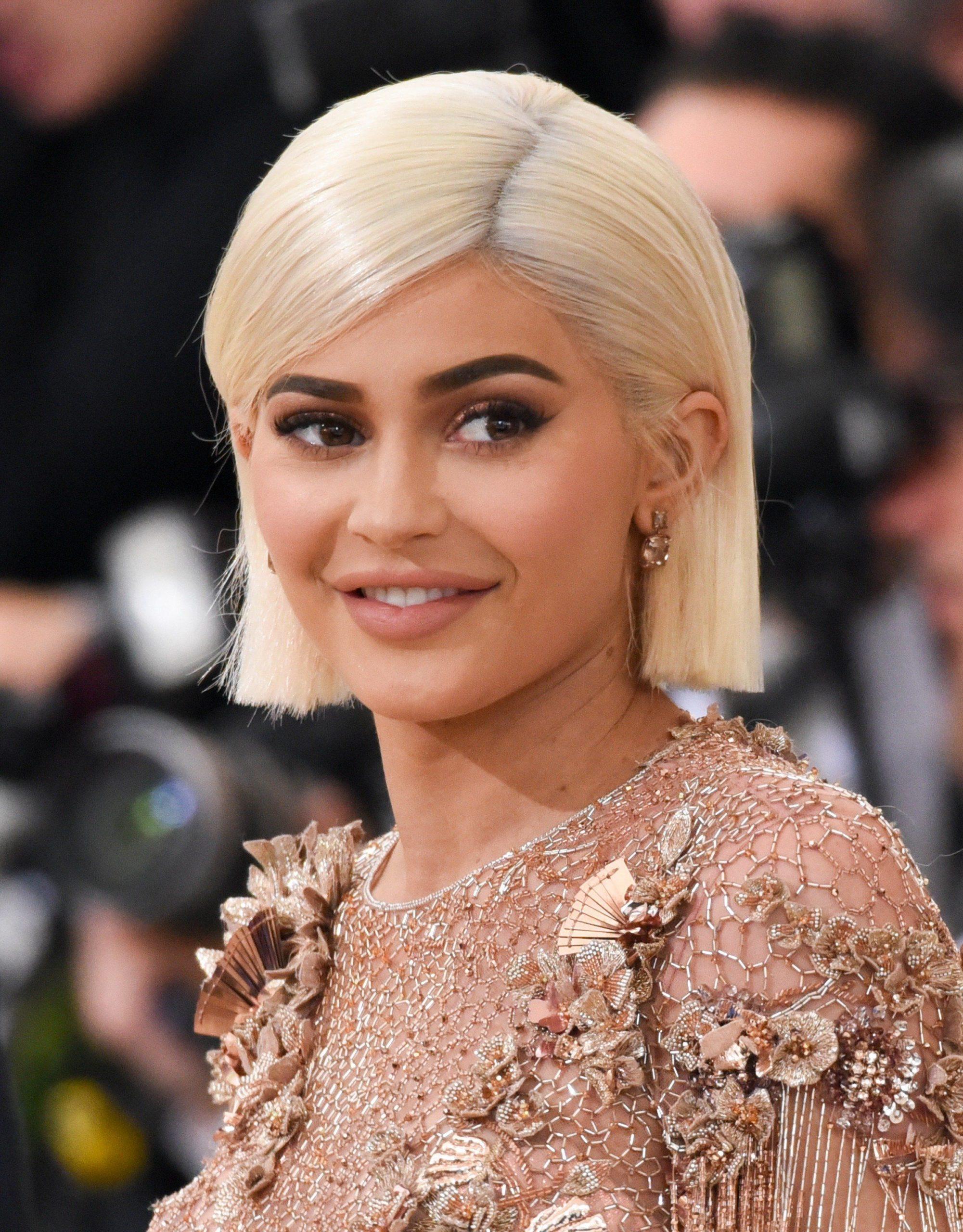 9 звезд, которые часто меняют цвет волос