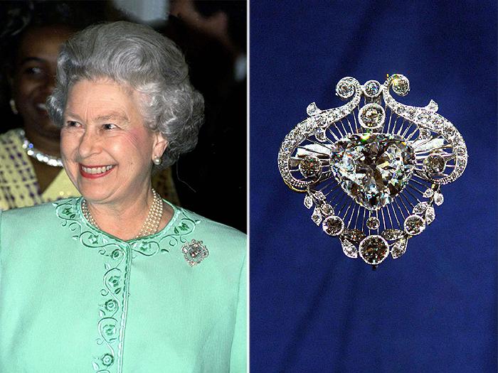 Королева Елизавета надела брошь в знак любви