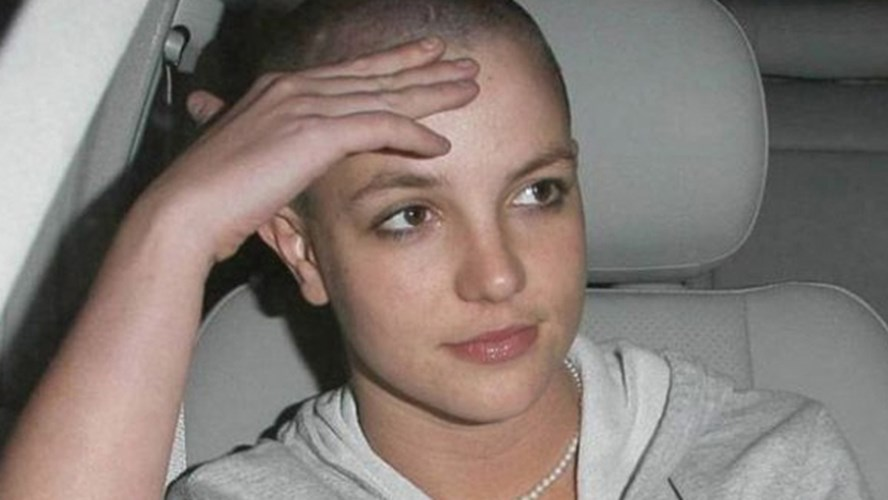 britney-spears-spears-shaved-head-scarlett-johansson-very-young