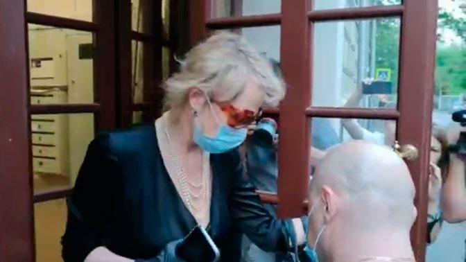Рената Литвинова навестила семью Михаила Ефремова