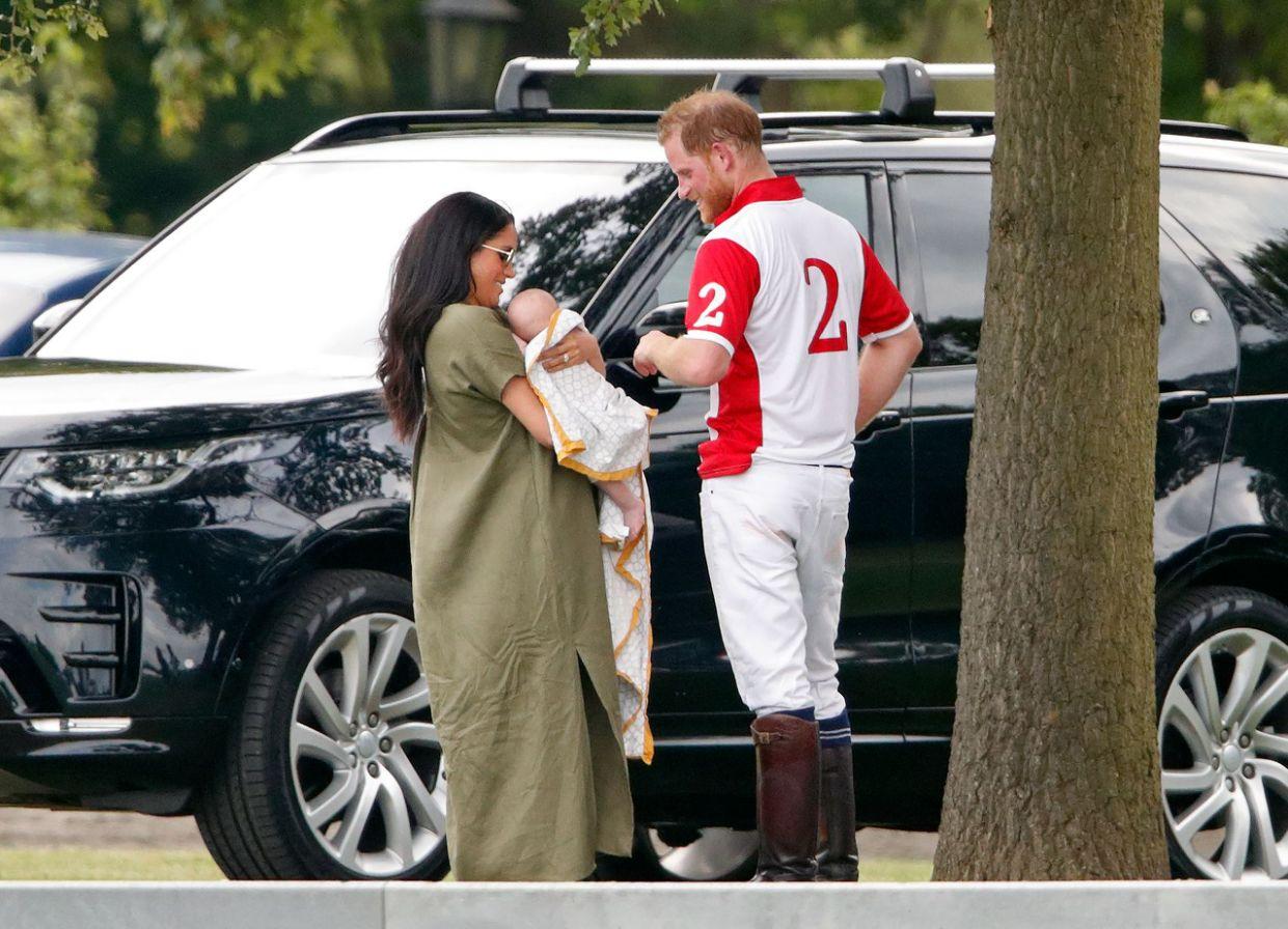 Меган Маркл и Гарри не понравилось, что их сына снимают с дрона