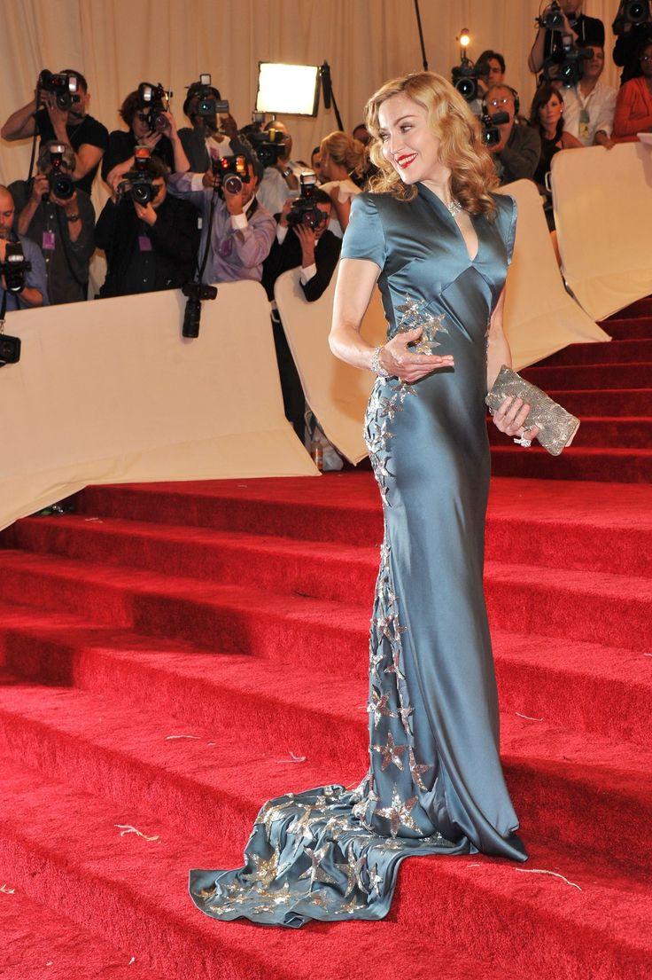 7 звезд, которым идут атласные платья
