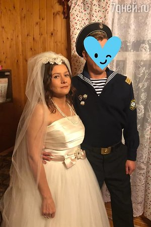 Мария Голубкина поделилась снимком свадебного наряда