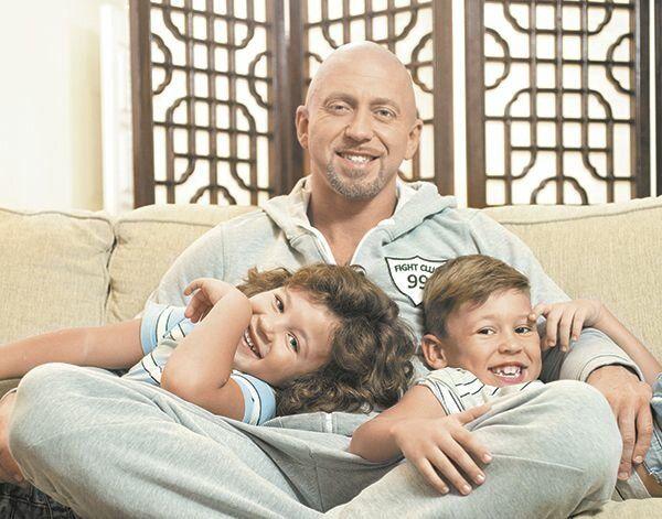 Рэпер Серега не дает бывшей жене встречаться с детьми
