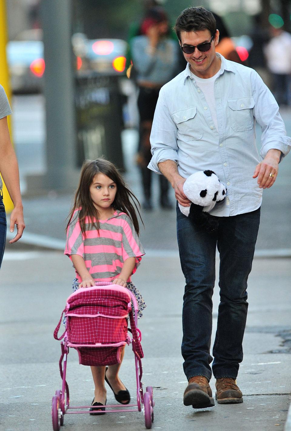 Том Круз собирается отобрать дочь у бывшей жены