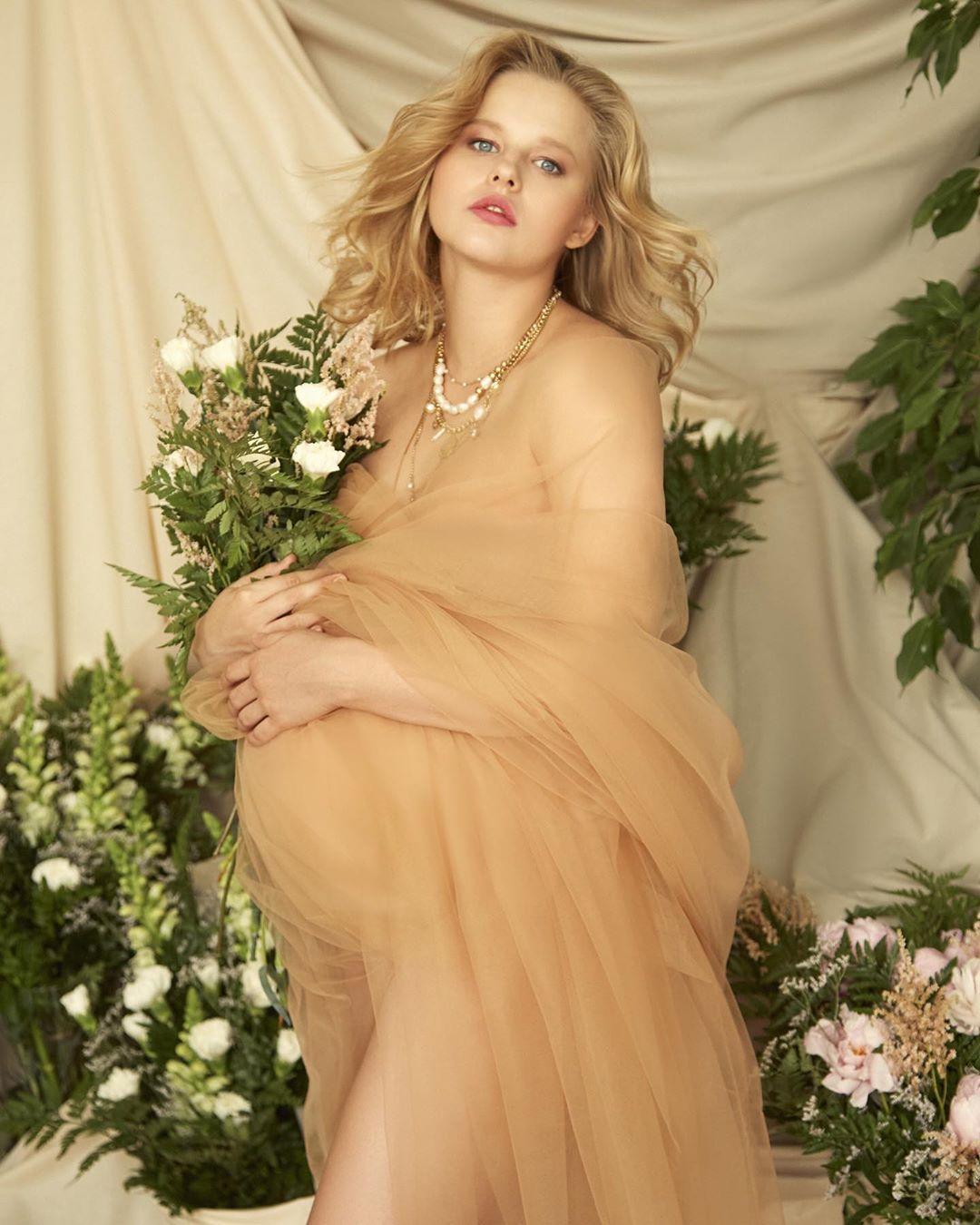 Александра Бортич стала мамой и поделилась трогательным снимком