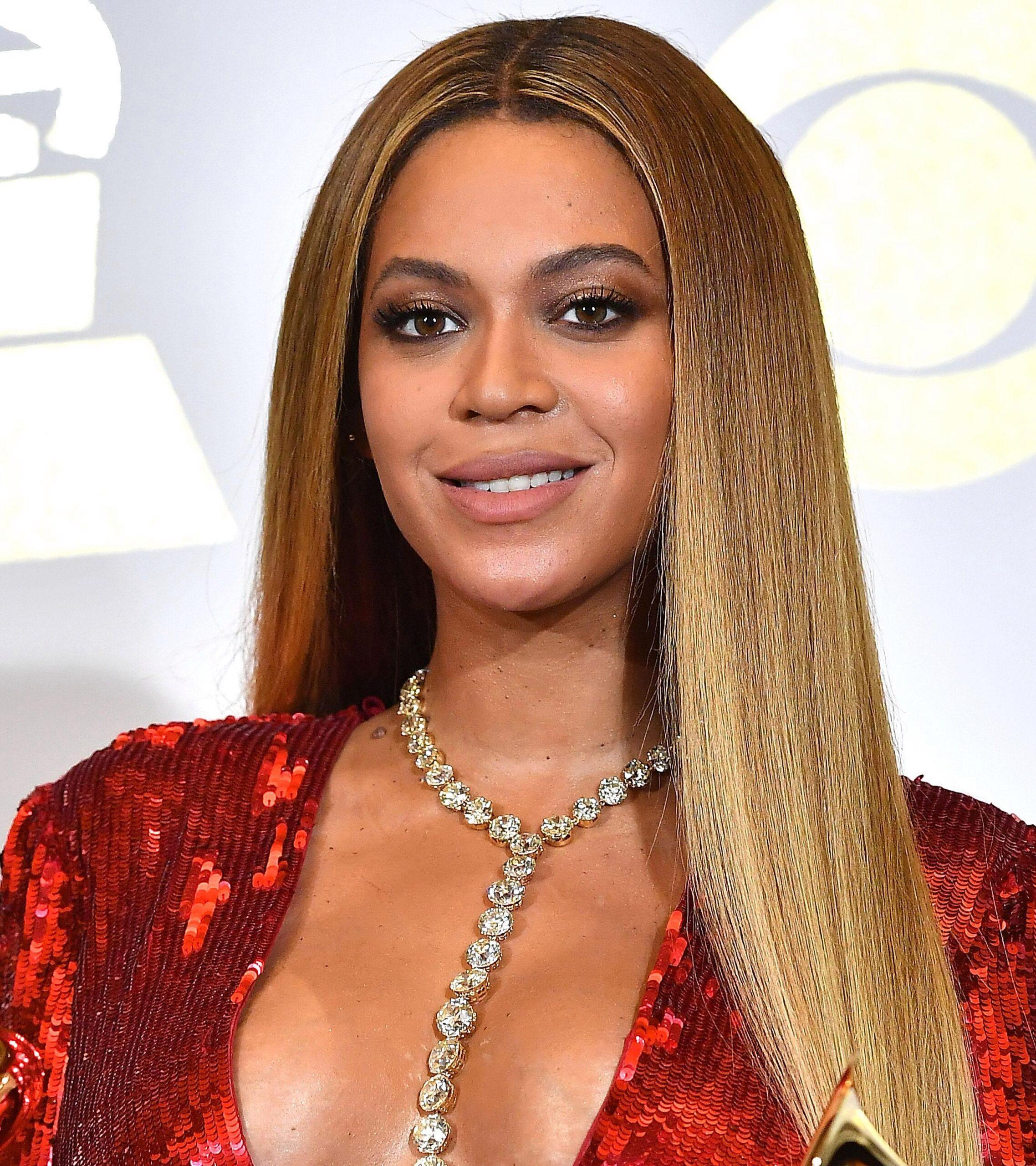 8 звезд, которых украшают длинные волосы