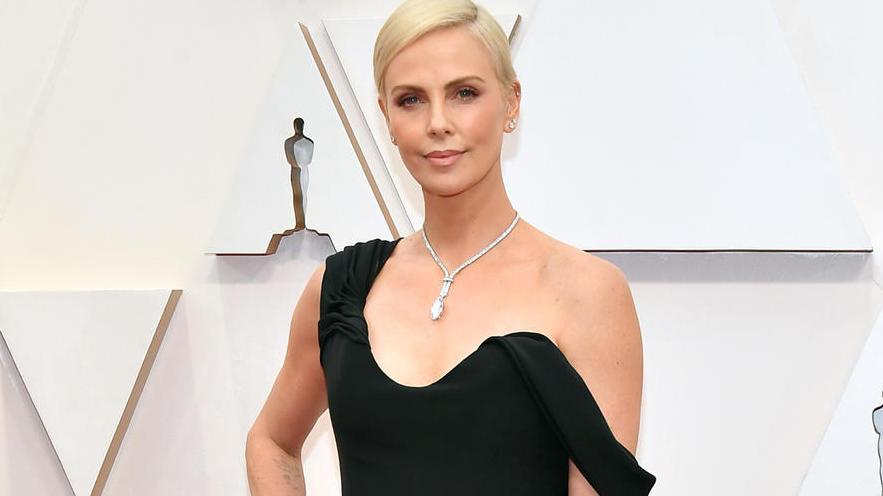 """9 знаменитостей на """"Оскаре-2020"""" в красивых украшениях"""