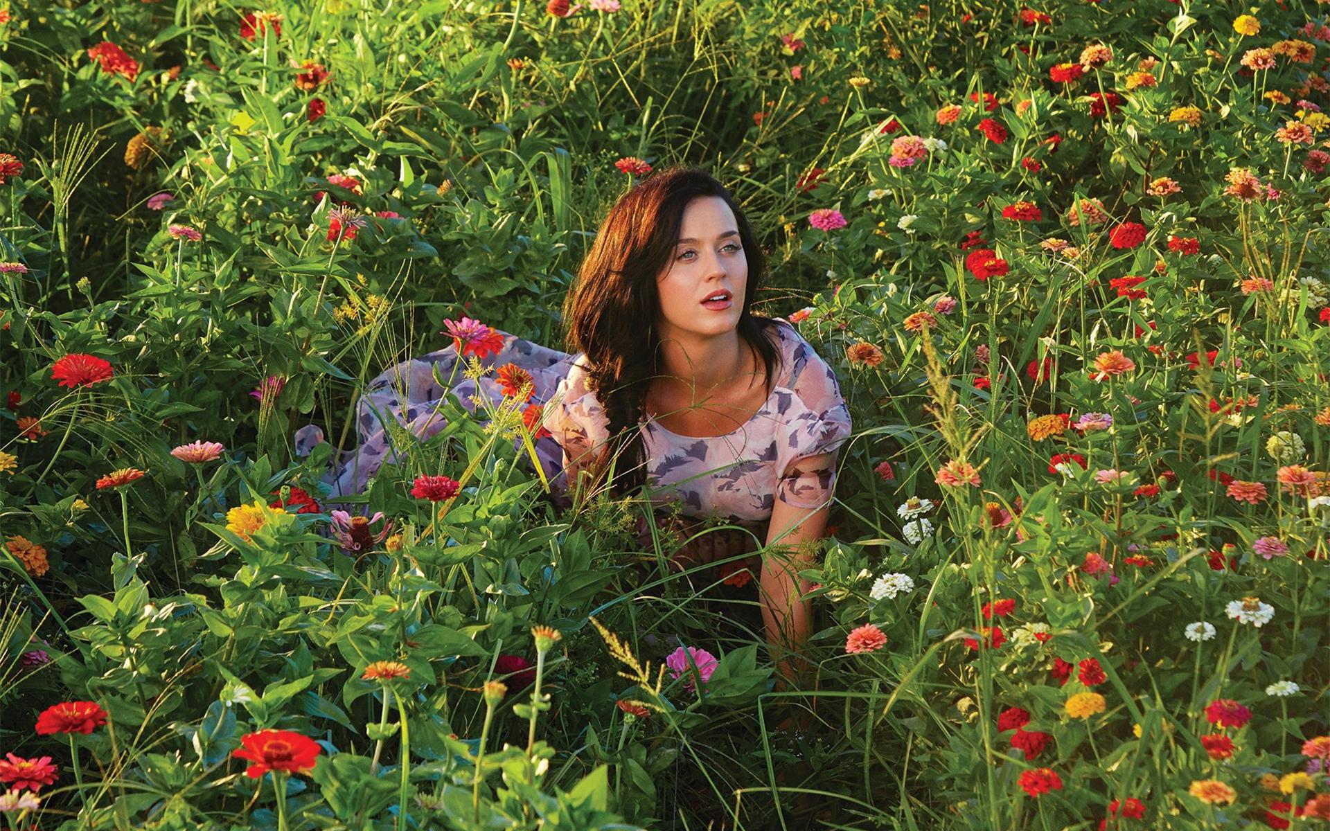 10 эффектных фото знаменитостей на фоне цветов