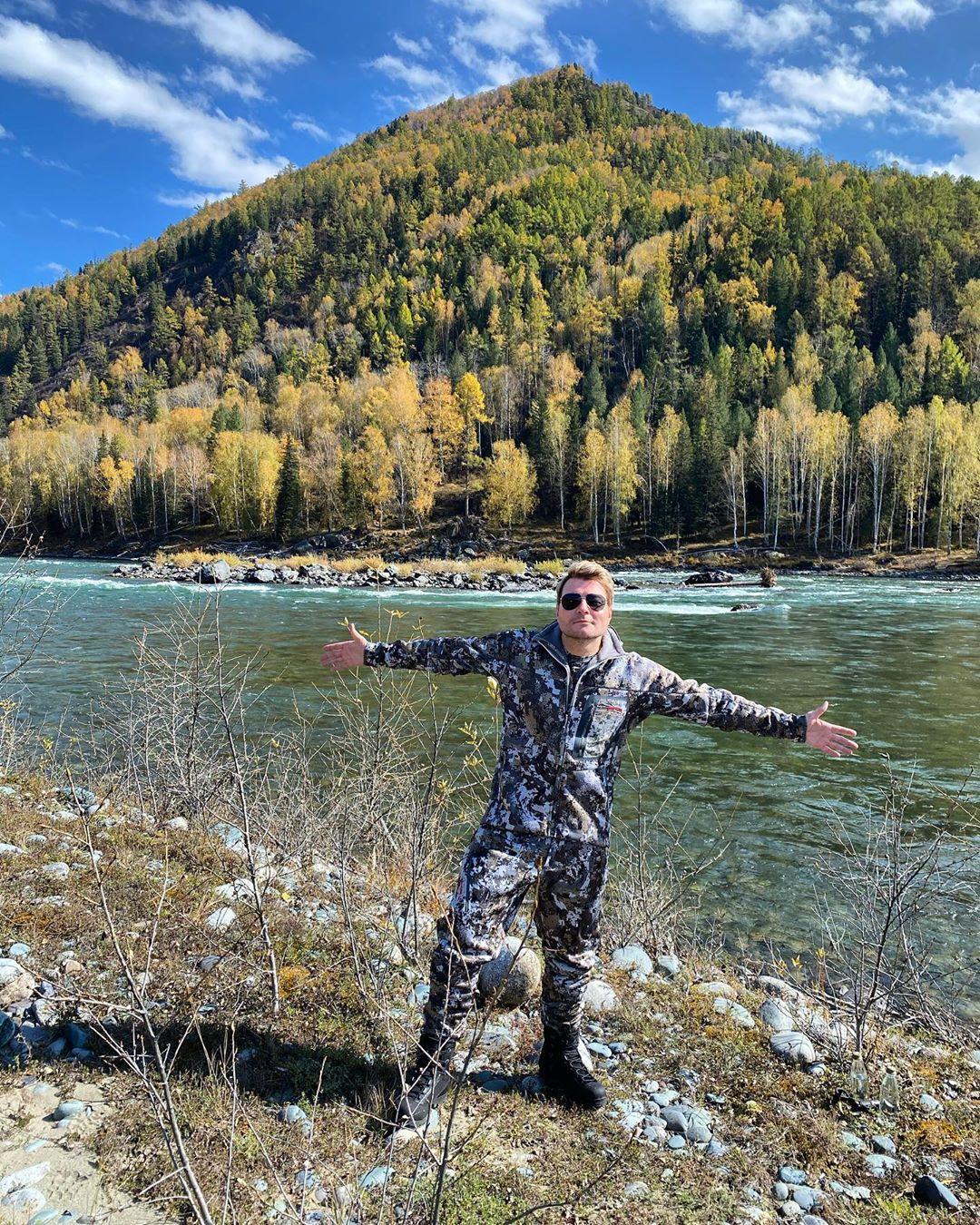 Николая Баскова фанаты заподозрили в тайной женитьбе