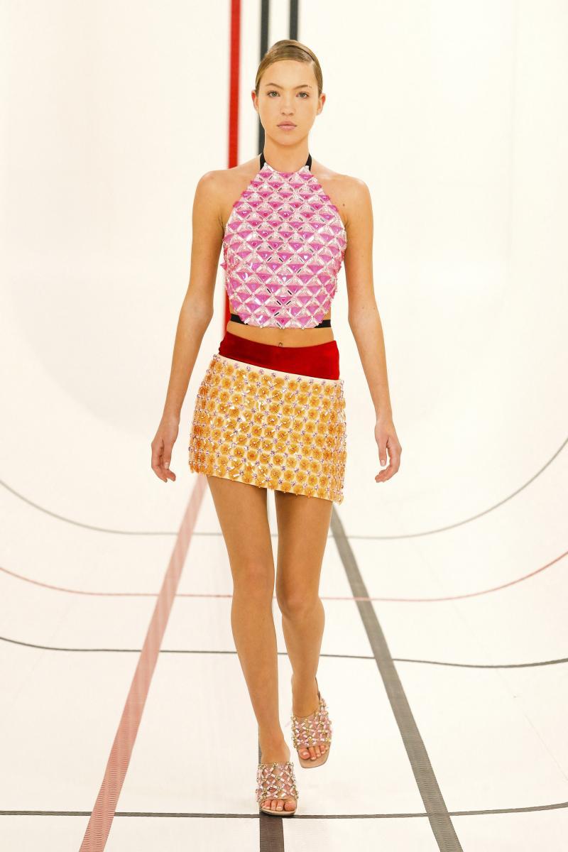 Дочь модели Кейт Мосс впервые вышла на подиум