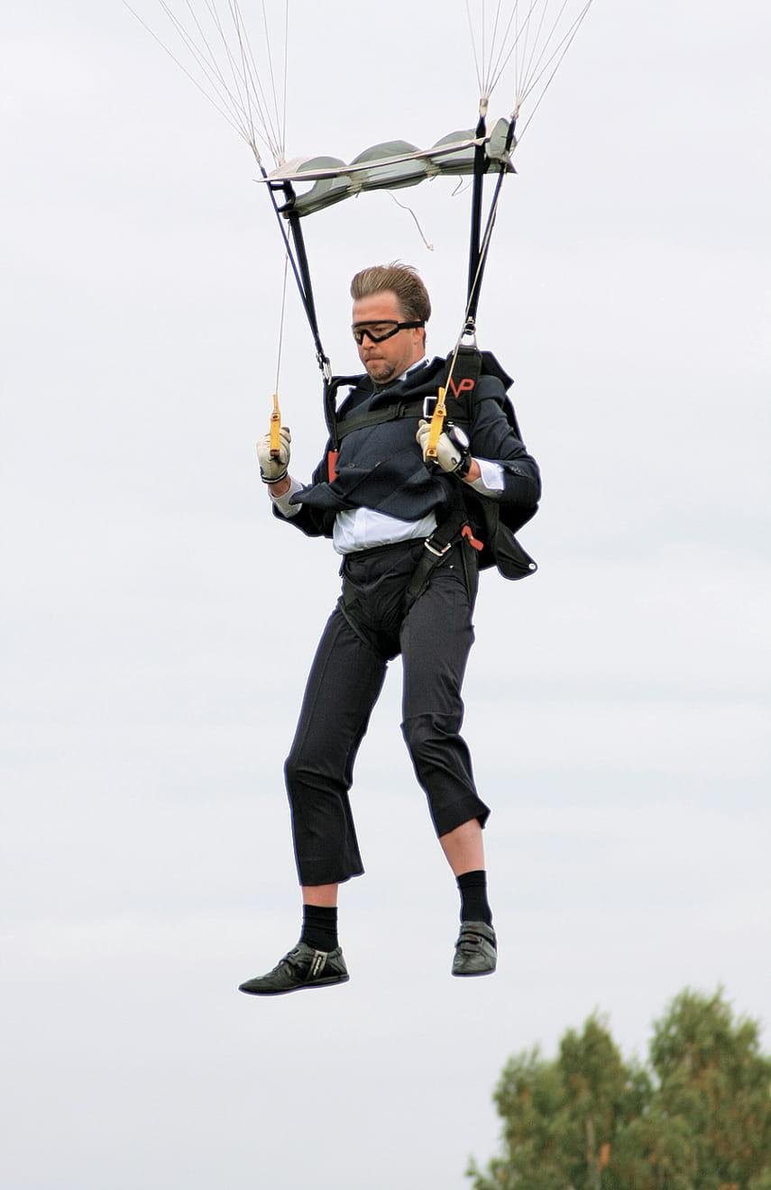 5 звезд, которые решились на прыжок с парашютом