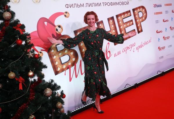 Алиса Гребенщикова побывала на премьере и поделилась новогодним настроением