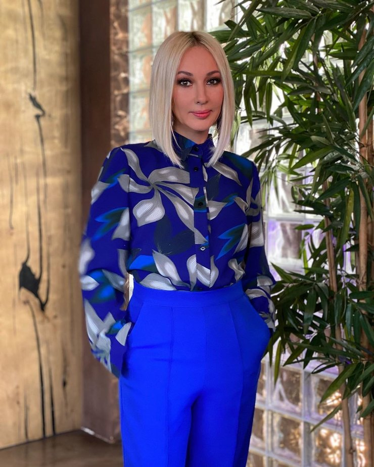 Лера Кудрявцева помогла Настасье Самбурской финансово