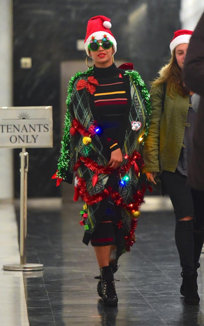 8 провальных новогодних платьев звезд