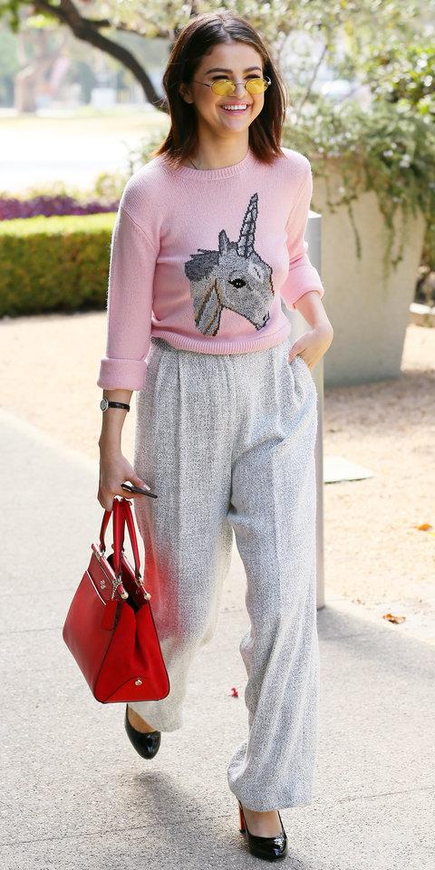 6 звездных примеров, когда красиво смотрится свитер