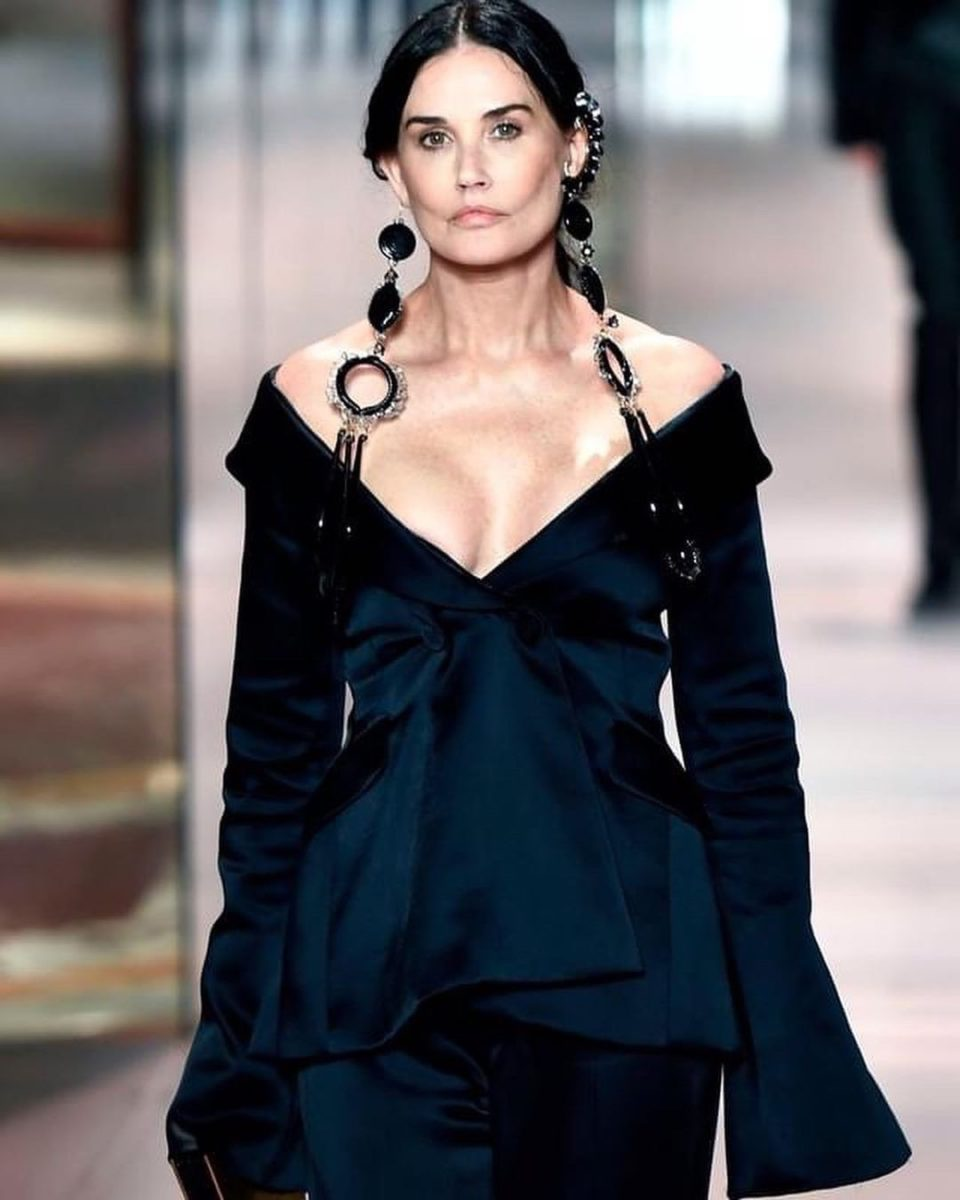 Деми Мур не вызвала восторга на показе моды