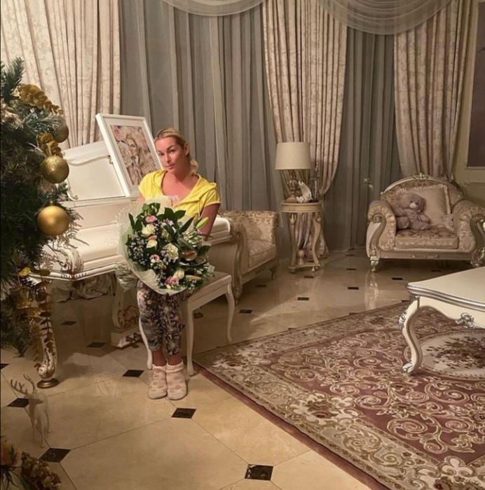 Анастасия Волочкова подверглась критике со стороны священника