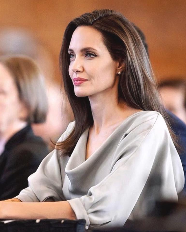 Анджелина Джоли продемонстрировала дорогостоящий особняк