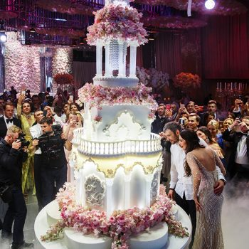 7 впечатляющих тортов звезд на свадьбу